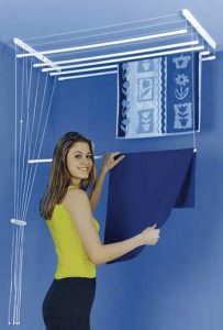 étendoir a linge pliable de plafond